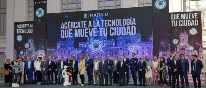 Marta Higueras, Primera Teniente de Alcalde del Ayuntamiento de Madrid, junto con los directivos de las 20 empresas tecnológicas que colaboran con el IAM